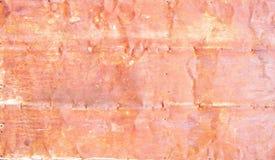沉重被佩带的红色被剥皮的生锈的墙壁 库存照片