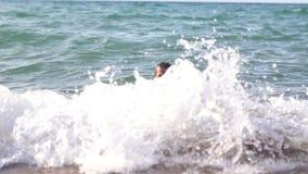 沐浴在海的人 股票视频
