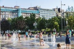沐浴在一个公园的孩子在毕尔巴鄂,西班牙 免版税库存图片