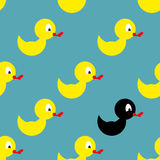 沐浴的儿童的橡胶玩具 黄色鸭子无缝的样式 免版税图库摄影