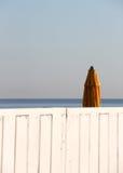 沐浴的创立的闭合的伞 免版税库存照片