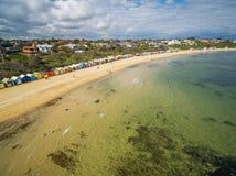 沐浴箱子的布赖顿海滩鸟瞰图 库存照片