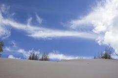 沙丘和天空 免版税库存图片