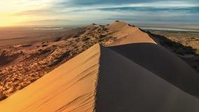 沙丘在沙漠国家公园Altyn-Emel,哈萨克斯坦 4K TimeLapse - 2016年9月,阿尔玛蒂和阿斯塔纳,哈萨克斯坦 股票视频