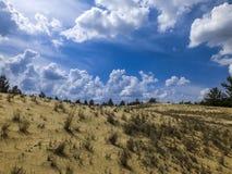 沙丘在蓝天下 库存照片