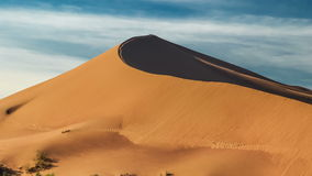 沙丘小山的上面在沙漠Altyn-Emel,哈萨克斯坦 4K TimeLapse - 2016年9月,阿尔玛蒂和阿斯塔纳,哈萨克斯坦 股票视频