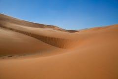 沙丘红色柔滑 库存图片