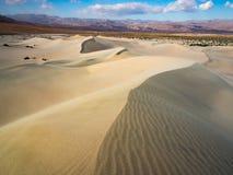 沙丘领域在死亡谷 免版税库存照片