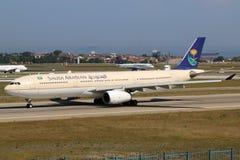 沙乌地阿拉伯航空空中客车A330-300飞机伊斯坦布尔机场 免版税库存图片
