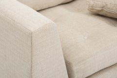 沙发吧椅沙发俱乐部,轻的米黄织品装缨球吧椅,样式客厅胳膊椅子,大小是完善的睡眠者沙发 免版税库存图片