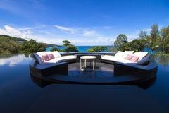 沙发在水池的坐垫大阳台 库存图片