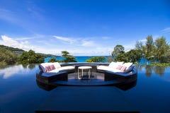沙发在水池的坐垫大阳台 免版税库存图片