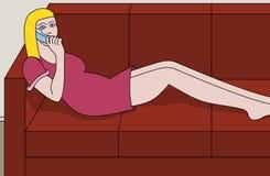 沙发妇女 免版税库存照片