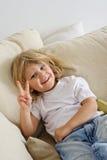 沙发的年轻男孩 免版税库存图片