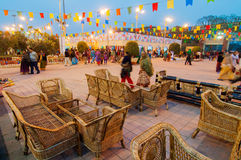沙发设置,书刊上的图片,印地安工艺品公平在加尔各答 免版税库存照片