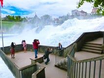 沙夫豪森,瑞士- 2017年5月01日:最大的瀑布在河莱茵的欧洲在瑞士 免版税库存照片