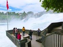 沙夫豪森,瑞士- 2017年5月01日:最大的瀑布在河莱茵的欧洲在瑞士 图库摄影