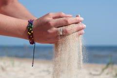 沙子。时间。倾吐 免版税图库摄影