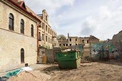沙子和垃圾在老城市 图库摄影