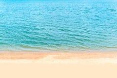 沙子和海和亮光 库存照片