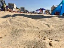 沙子和海滩的关闭在Strandbad Wannsee的一个热的夏日在柏林2018年 库存图片