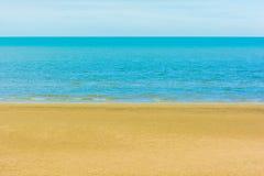 沙子和海背景 免版税库存照片