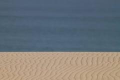 沙子和海运 免版税库存照片