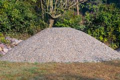沙子和被击碎的石转储,constrcution的 免版税库存照片