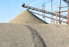 沙子或石渣从河 库存图片