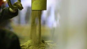 沙子模子为熔铸做准备 影视素材