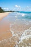 沙子海滩和蓝天 免版税库存照片