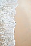 沙子海滩和通知海运 免版税库存图片