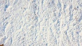 沙子海滩 股票 一个美丽的沙滩的顶视图与蓝色的挥动辗压入岸 背景峡湾光芒海运星期日 免版税库存照片