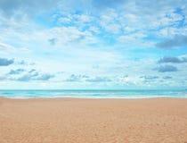 沙子海滩和蓝天 免版税图库摄影