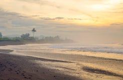 黑沙子海滩在印度洋 免版税图库摄影