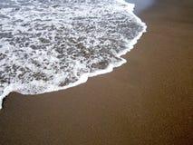 黑沙子海滩在哥斯达黎加 免版税库存图片