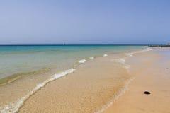 沙子海滩在费埃特文图拉岛 库存图片