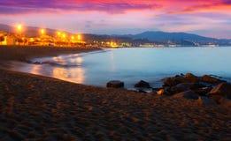沙子海滩在黎明的巴达洛纳 卡塔龙尼亚 免版税图库摄影