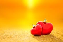 沙子海滩的甜心在日落和温暖的光下 库存图片
