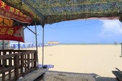 沙子海滩的露天餐馆 库存照片
