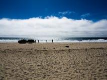 沙子海滩美丽的景色在高速公路1,大瑟尔,加州的 免版税库存图片
