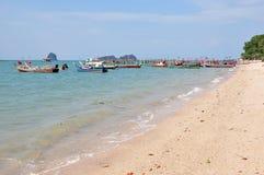 黑沙子海滩 免版税库存照片