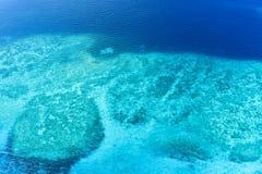 沙子银行在Shaviyani环礁无人居住的海岛 免版税库存照片