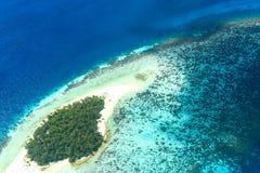 沙子银行在Shaviyani环礁无人居住的海岛 免版税库存图片