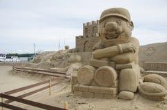沙子雕塑节日的马力欧在拉彭兰塔 库存图片