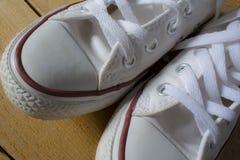 沙子鞋子 免版税库存图片