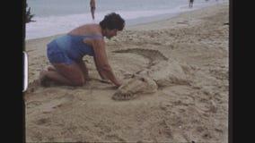 沙子鳄鱼雕塑 股票录像