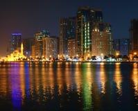 沙扎阿拉伯联合酋长国的夜视图 免版税库存图片