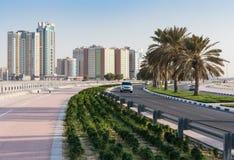 沙扎阿拉伯联合酋长国的江边的全视图 免版税库存照片