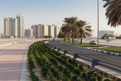 沙扎阿拉伯联合酋长国的江边的全视图 库存照片